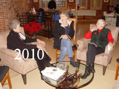 photo2010-khs-cookie-exchange-sears-blding-00320